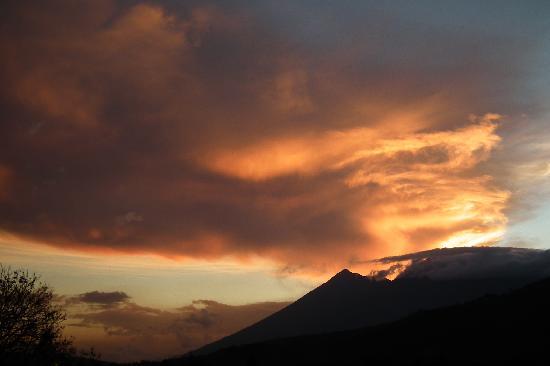 Restaurante El Sereno : Volcan de Fuego y Acatenango