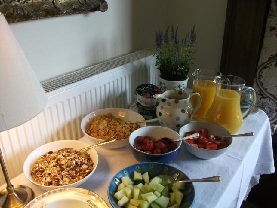 24 Inverleith Place: Breakfast buffet