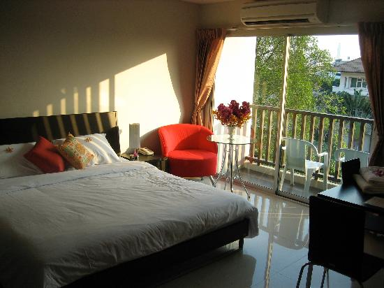 Bangkok Living: Lovely open floorplan, sliding glass door and natural light