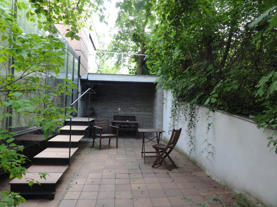 Lida Guest House: The back of terrace