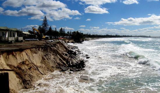 Peppers Salt Resort & Spa Kingscliff: very sad eroded beach