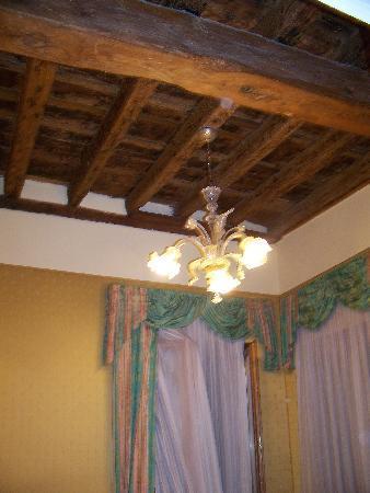 Hotel Bridge: ceiling