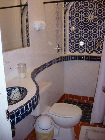 Posada Colonial: Bathroom of the 2 bedroom apartment
