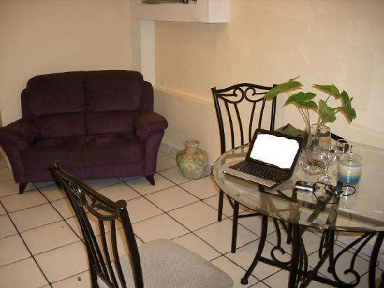 Posada Colonial: Living / dining room of the 2 bedroom apartment