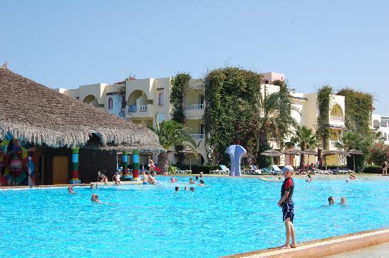 Caribbean World Mahdia : piscine et vue d'une annexe