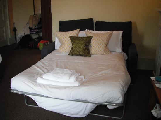 Twin beds king size bed upon request picture of the for Sofa bed hotel