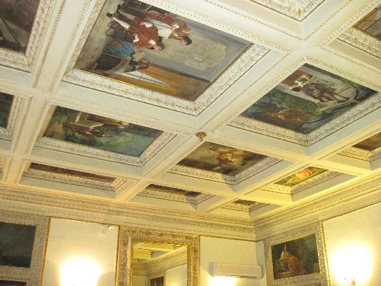 Hotel dei Macchiaioli: The frescoes in the breakfast room