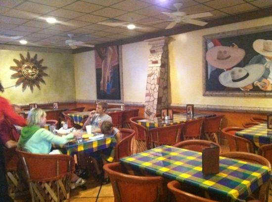 La Terraza Restaurant: Side dining area