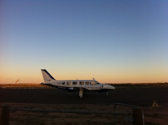 Vortex Air Charters: Our plane and sunset in South Australia