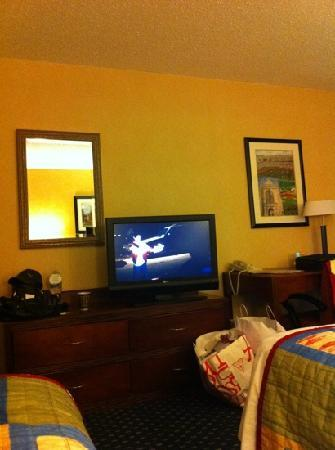 Courtyard by Marriott Princeton: flat screen with hbo