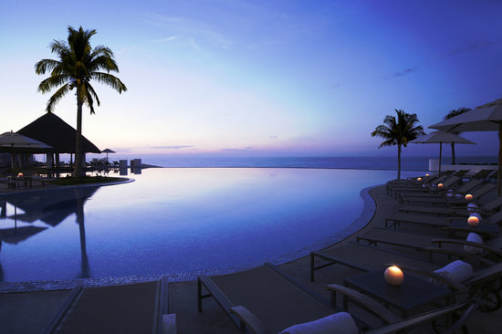 Le Blanc Spa Resort: Inifinity Pool at Dawn
