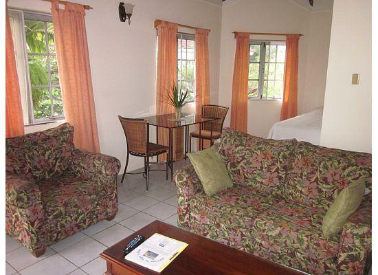 Piper's Cove Resort: Living Room