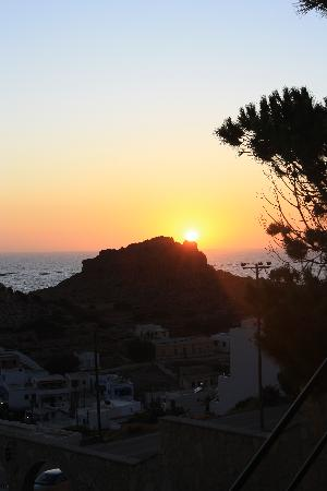 Finiki View : uno dei tanti tramonti visti dalla ns/ camera