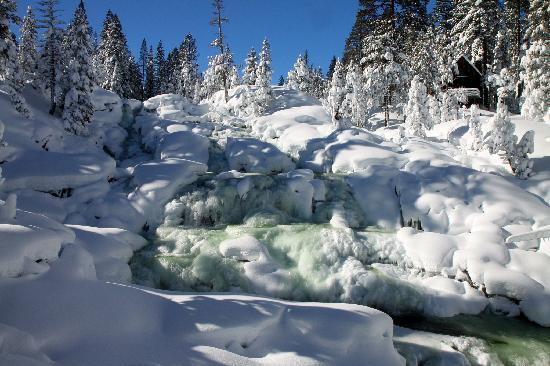 Tahoe Photographic Tours : Frozen waterfall