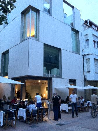 Alenti Sitges Hotel & Restaurant: hotel from the street