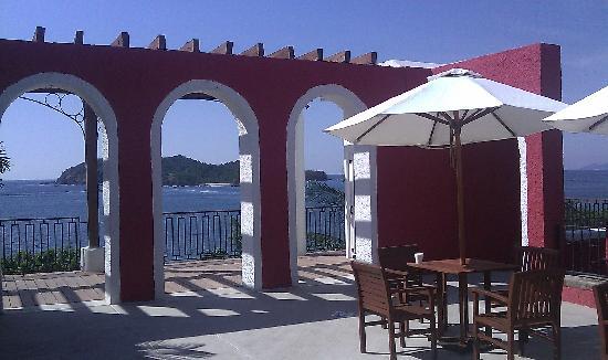Club Med Ixtapa Pacific: Front Deck/Desk