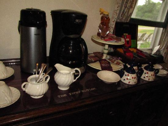 The Tipsy Butler Bed and Breakfast: Breakfast beverages, Tipsy Butler Inn