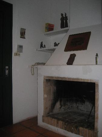 La Recompensa: Guest House - Fireplace in Living Room