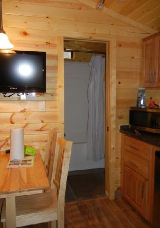Saco/Old Orchard Beach KOA: dining area