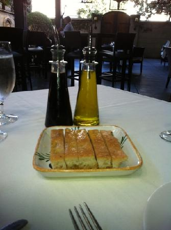 Galletto Ristorante: bread, olive oil, and balsamic vinegar