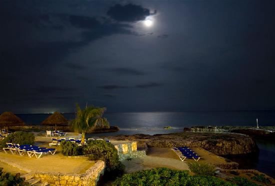 Heaven at the Hard Rock Hotel Riviera Maya: Evening Stroll