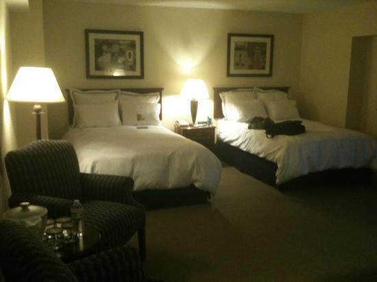 Radisson Hotel Manchester: clean, comfortable and large room on 12th floor