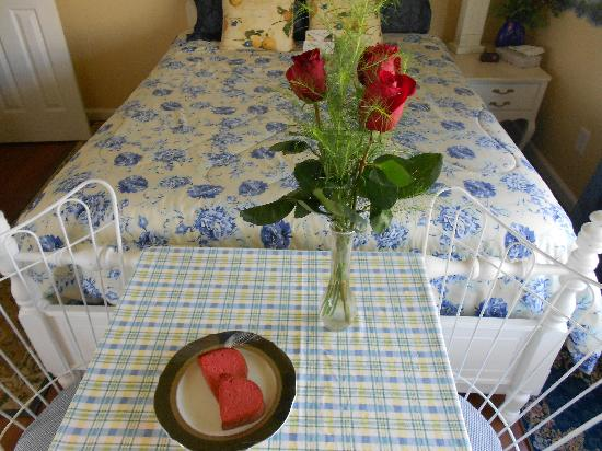 Clipper House Inn: roses and pound cake