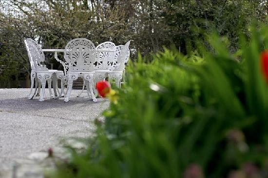 Abinger House Bed & Breakfast: A corner of the patio