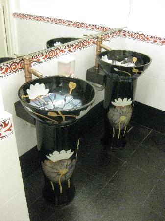Arenaa De Luxe Hotel: even the lobby toilet is so carefully design