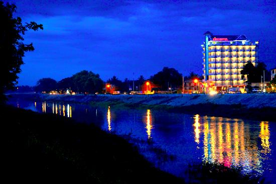King Fy Hotel : King Fy on Sangke River
