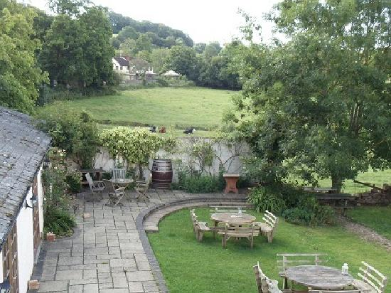 The Carew Arms : The garden from our room
