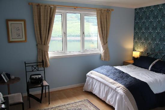 Zimmer mit blick auf loch arrocharbraemor b b for Zimmer mit blick
