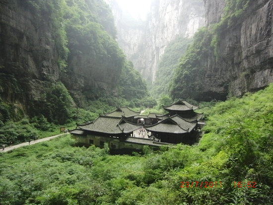 ‪Wulong Tiankeng Three Bridges‬