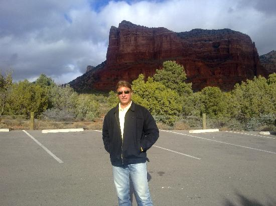 Hillside Sedona: The pink mountain at my back