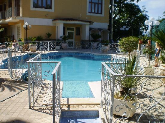 Pimonte, Italia: la piscina esterna