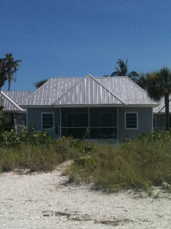 Shalimar Cottages and Motel : Our beach front cottage