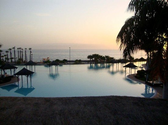 Gran Melia Palacio de Isora Resort & Spa: Sunset over the infinity pool