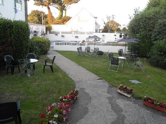 Le Chene Hotel: Garden