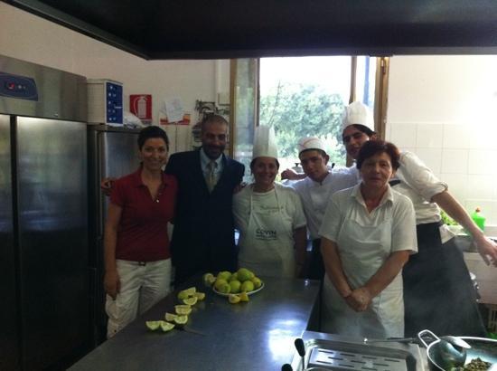 Fondi, Italia: lo staff di cucina