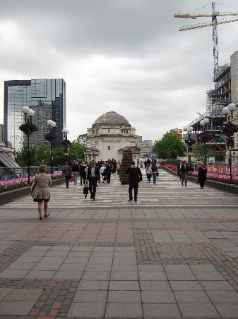 Centenary Square: Blick auf den Platz mit Gedenkhalle