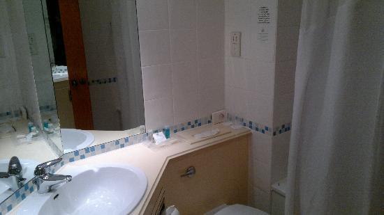 Holiday Inn Warrington: 121 bathroom