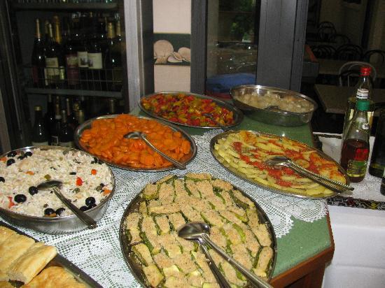 Ancora Hotel & Residence: ce n'est qu'une partie du buffet de légumes