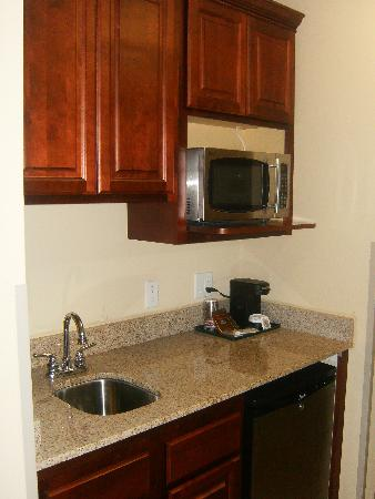 Country Inn & Suites By Carlson, Absecon (Atlantic City) Galloway: Sink, fridge, microwave