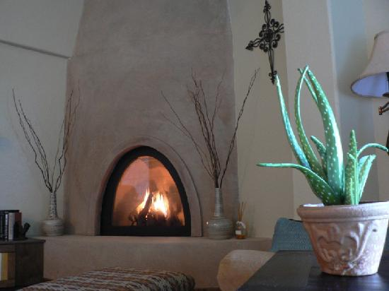 Inn at Desert Wind Winery: fireplace