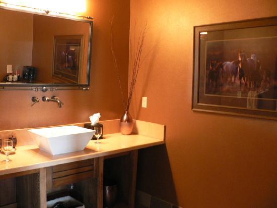 Inn at Desert Wind Winery : upscale bathroom