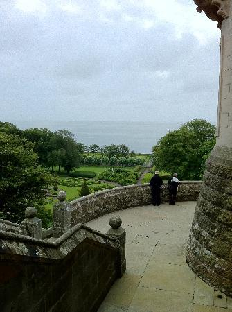Dunrobin Castle and Gardens: exterior view