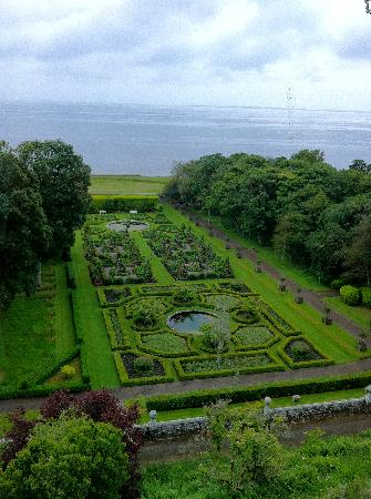 Dunrobin Castle and Gardens: more garden