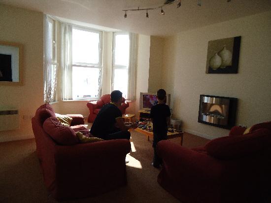 Cunard Apartments: Living room