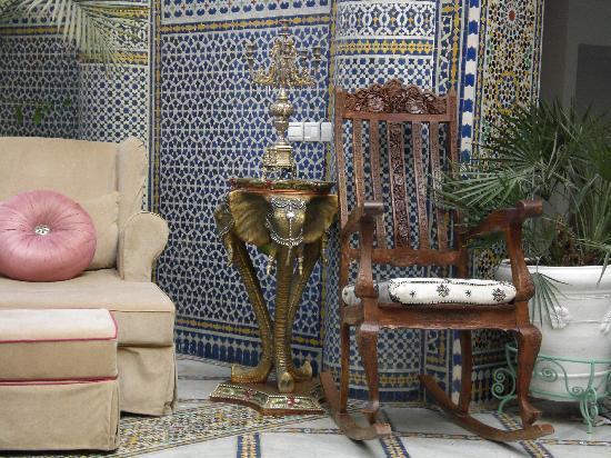 Riad Arabesque: Todo es tan rebuscado... Sobre algo precioso otra cosa aún más preciosa...