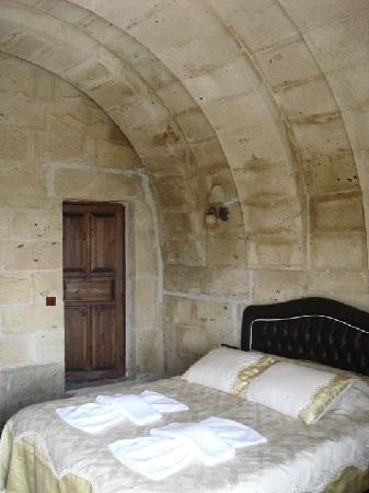 Castle Cave House: Double arched room